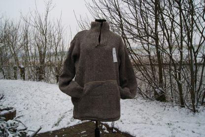 Wollen trui gevoerd