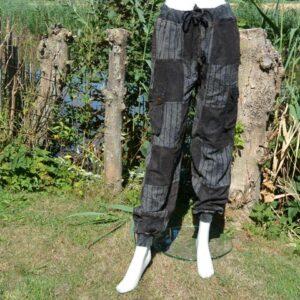 Zwarte broek met stempels