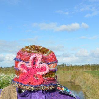 muts van wol en zijde met bloem