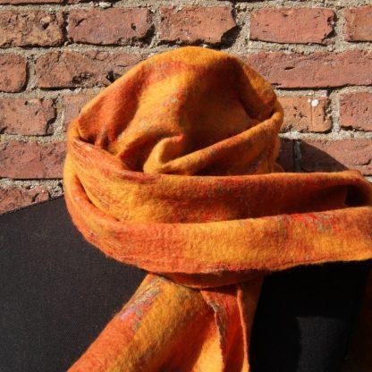 sjaal van vilt op zijde