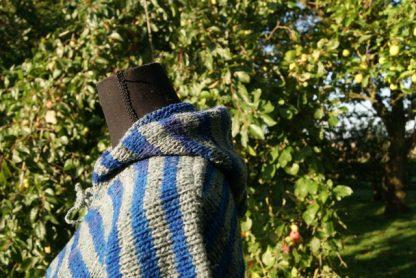 schapenwollen trui gebreid met capuchon