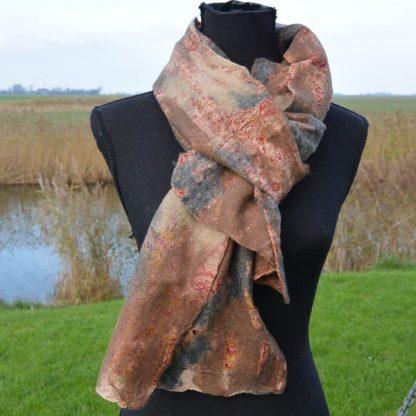 Sjaal van vilt en zijde