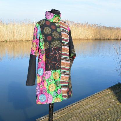 Kleurrijke lange jas met kraag