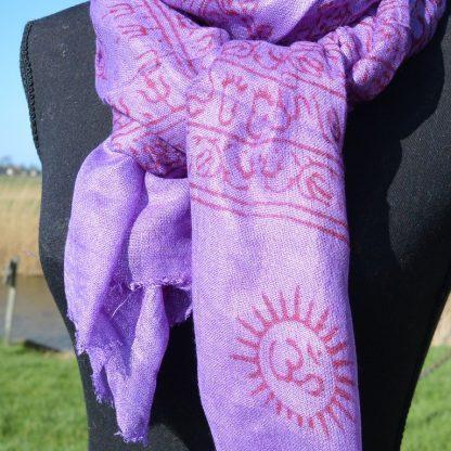 Licht katoenen sjaal met gebed printen