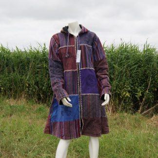 alternatieve-kleurrijke-lange-patch-jas-bedrukt-met-symbolen-paars