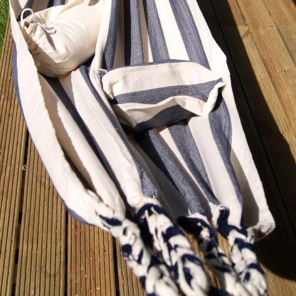 Blauw gestreepte hangmat