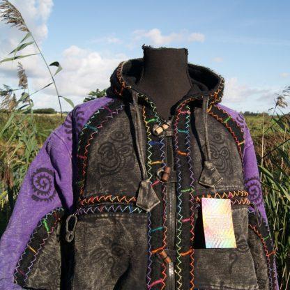 Winterjas met capuchon paars en zwart