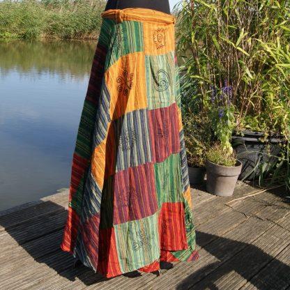 Etnische wikkelrok kleurrijke kleding