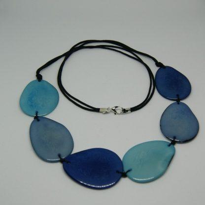 Halsketting in blauwe kleuren 60 cm