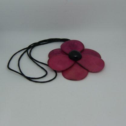 halsketting met bloemenhanger