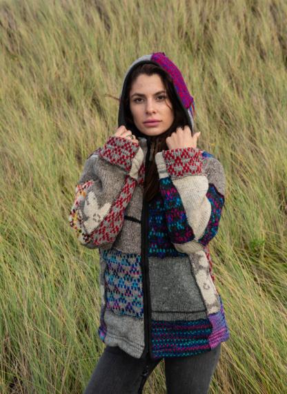 Wollen Nepal vest voor dames en heren met punt capuchon
